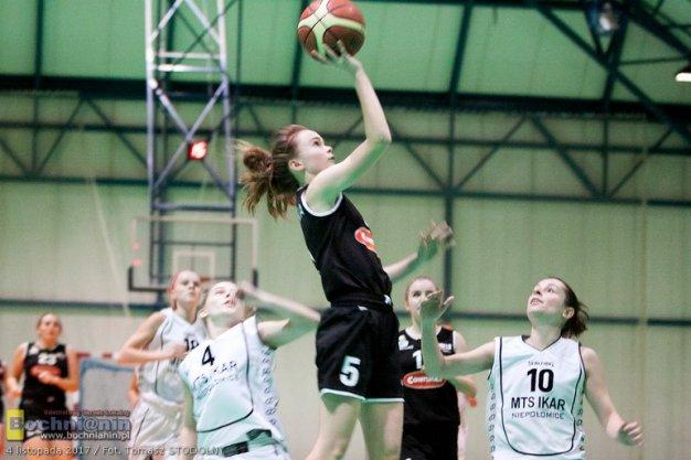 Dzielna walka z liderem / 2 liga koszykówki kobiet