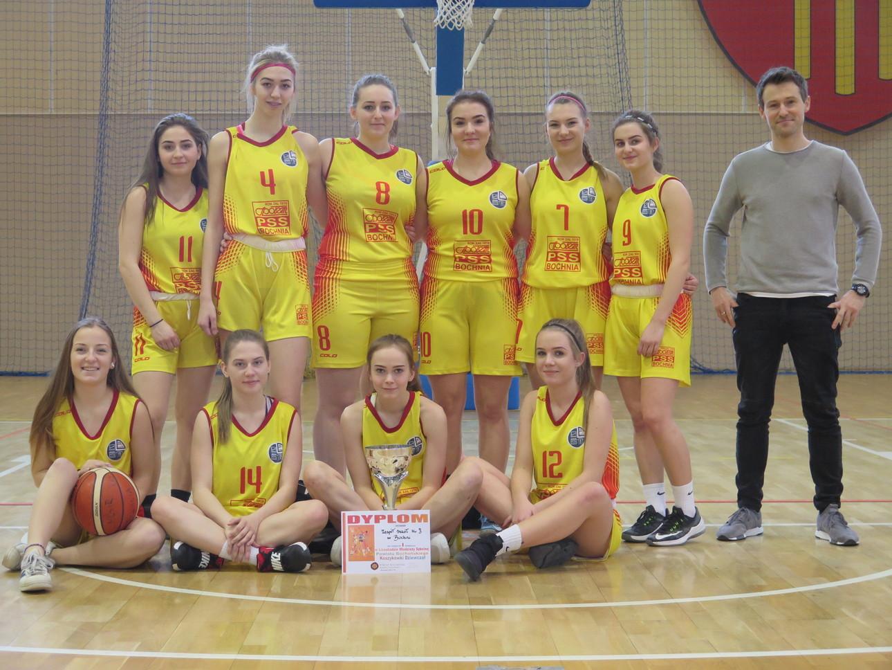 Dziewczęta ZS Nr 3 w Bochni z awansem do Półfinału Wojewódzkiego w koszykówce
