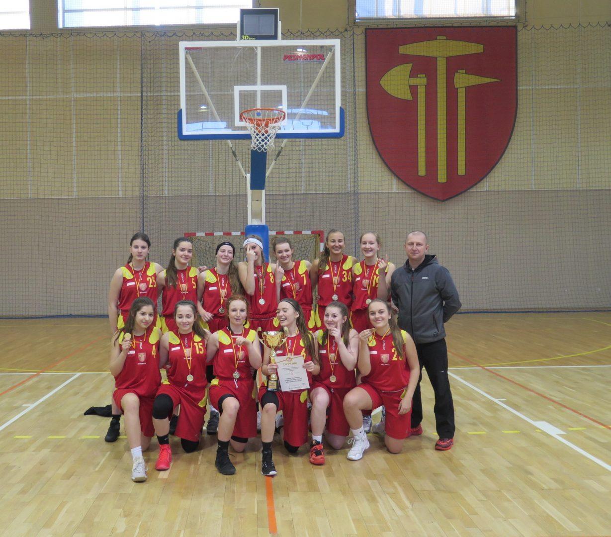 Dziewczęta PSP Nr 1 w Bochni zdobyły Mistrzostwo Małopolski w koszykówce.