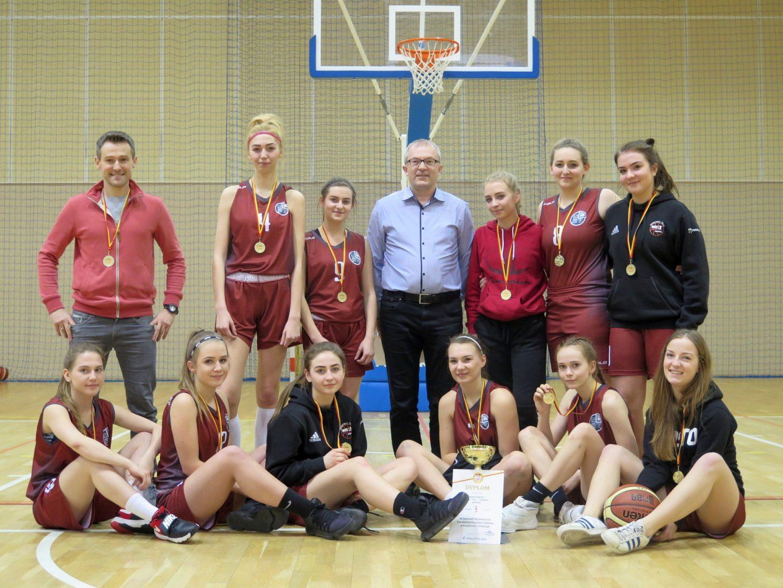 Dziewczęta ZS Nr 3 w Bochni zdobyły Mistrzostwo Małopolski w koszykówce.