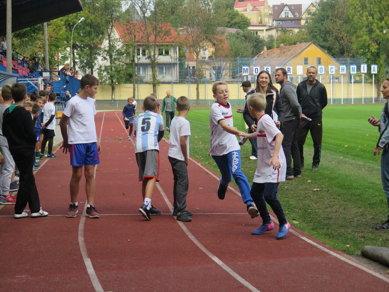 Pierwsze zawody międzyszkolne i pierwsze awanse.