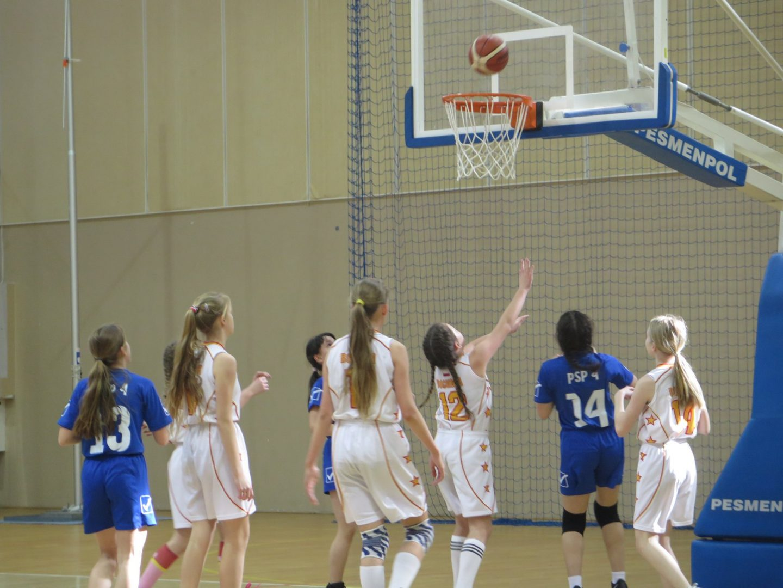Dziewczęta PSP Nr 4 w Bochni Mistrzami Powiatu w Mini Koszykówce