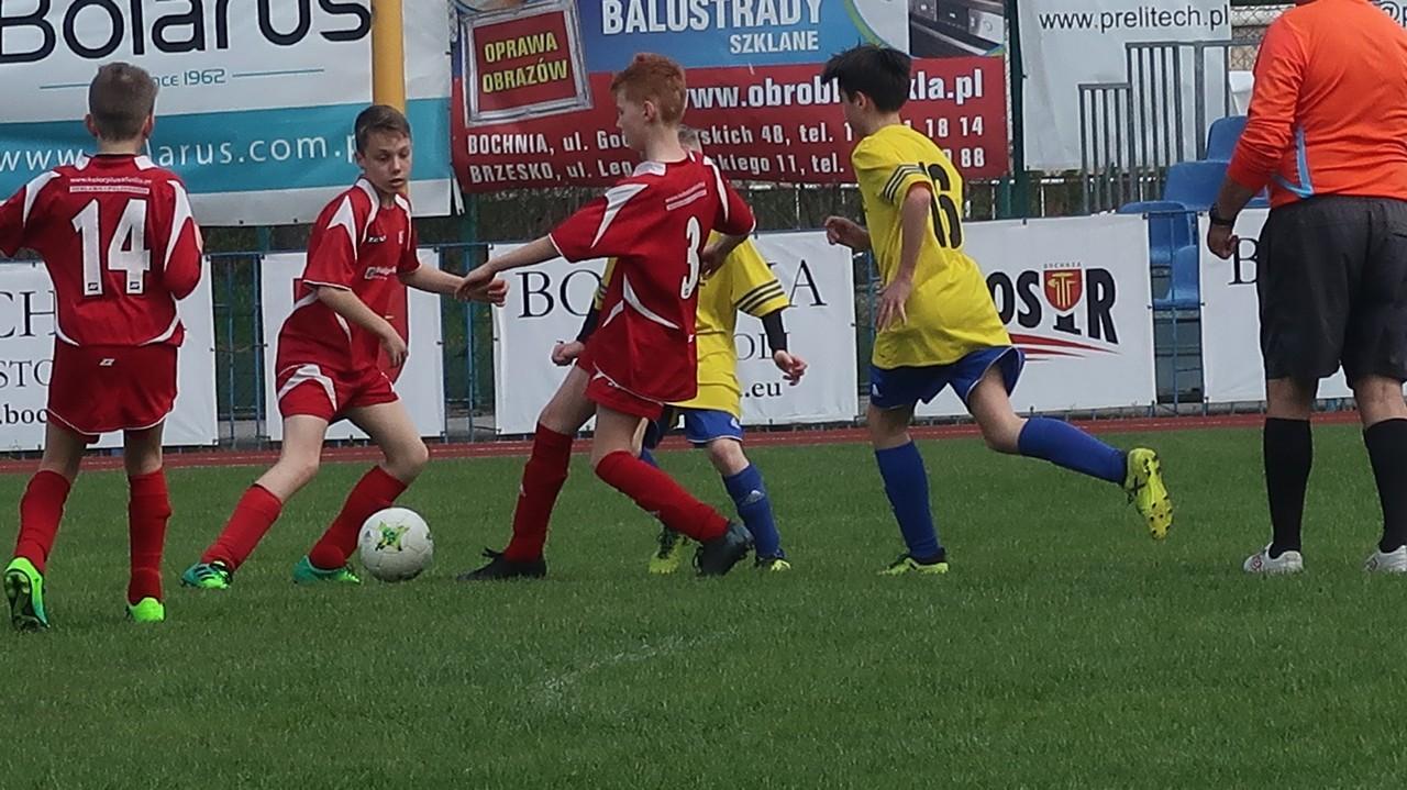 Piłkarski Wielki Czwartek – trzy zespoły, dwa mecze młodzików MOSiR Bochnia