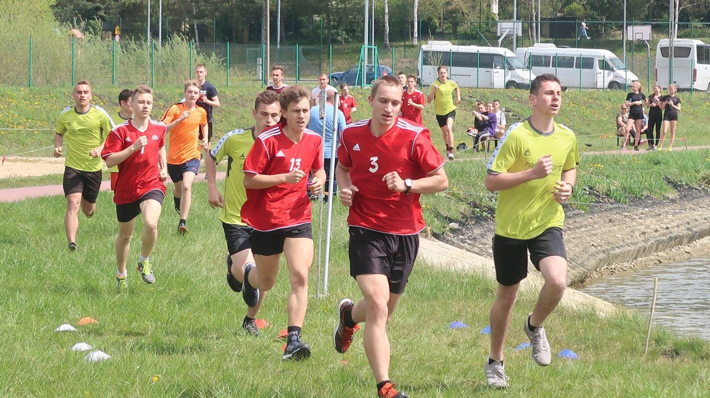 Licealiści biegali nad Zalewem w Łapanowie – Zawody Powiatowe.