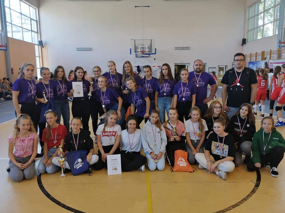 """Dwa srebra w X Turnieju """"MultiBasketmania 2019"""" w Łasku  🏀"""