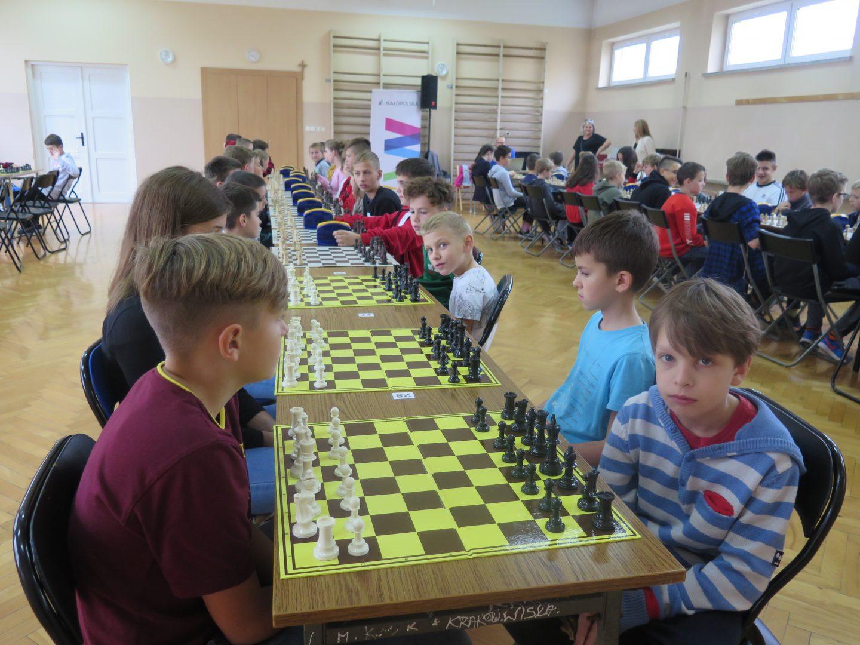 Młodzi szachiści na pierwszym spotkaniu Bocheńskiej Ligi Szachowej.