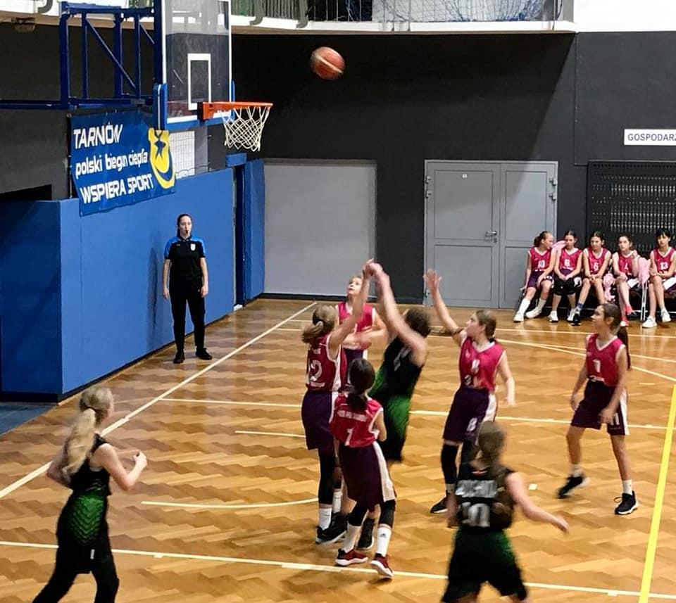 Wysoka wygrana dziewcząt MOSiR Bochnia I w Tarnowie / małopolska liga koszykówki
