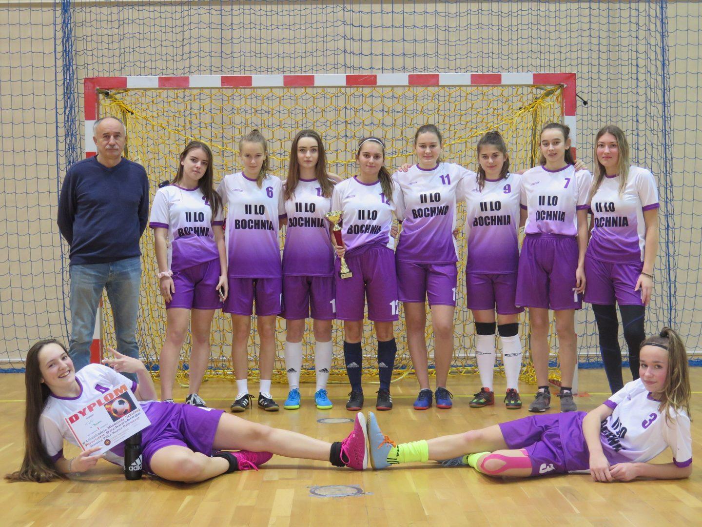 Dziewczęta z II LO w Bochni Mistrzyniami Powiatu w Halowej Piłce Nożnej.