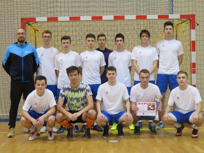 ZS Nr 1 w Bochni Mistrzem Powiatu w Halowej Piłce Nożnej Chłopców.