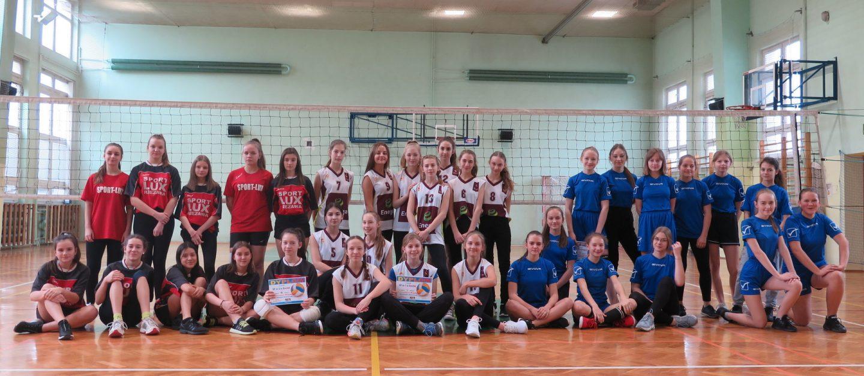 Zmagania dziewcząt w siatkówce – IMS.