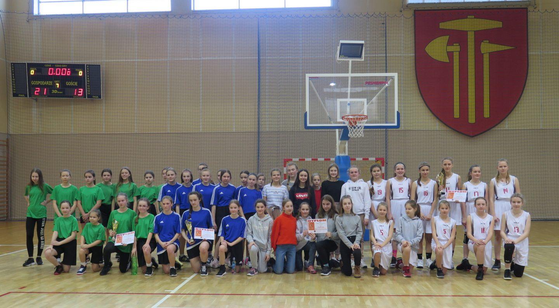 Dziewczęta SP Nr 2 w Bochni Mistrzyniami Powiatu w Mini Koszykówce.