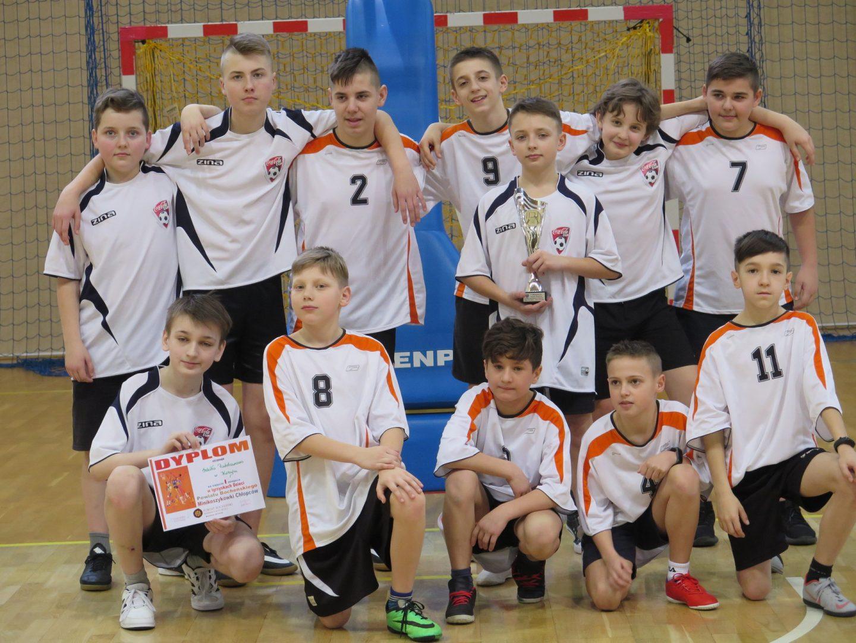 Chłopcy ze Szkoły Podstawowej w Kobylu Mistrzami Powiatu w Mini Koszykówce.