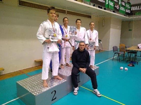 3 medale i V miejsce na Międzywojewódzkich Mistrzostwach Młodzików i Młodzików w Bielsku-Białej