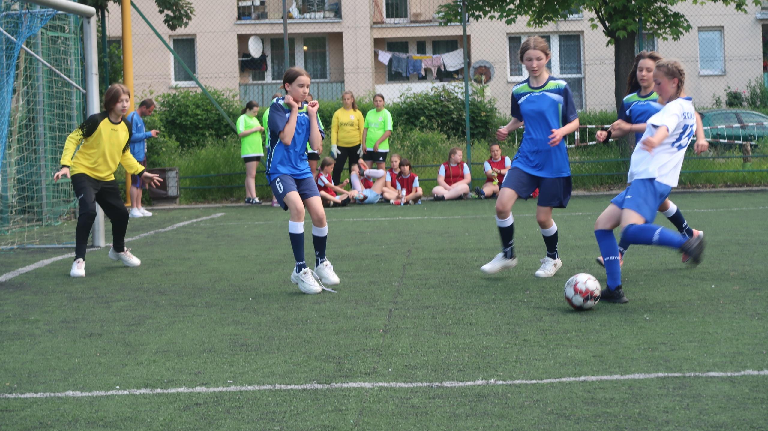 Piłka nożna dziewcząt dzieci i młodzieży szkolnej – zawody szkolne
