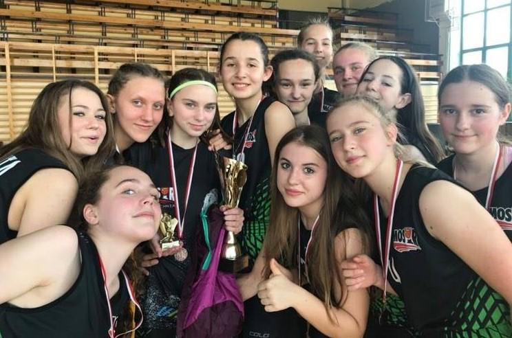 III miejsce koszykarek MOSiR Bochnia na bełchatowskim Turnieju Wawrzynek 2021
