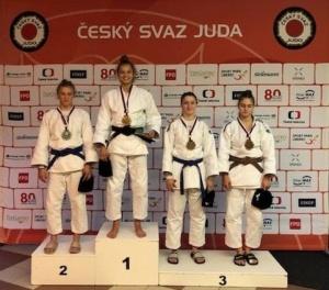 Oliwia-Watorek-zloto-seniorskie-w-MIZUNO-Brno-cup-open-2021-11.09.2021